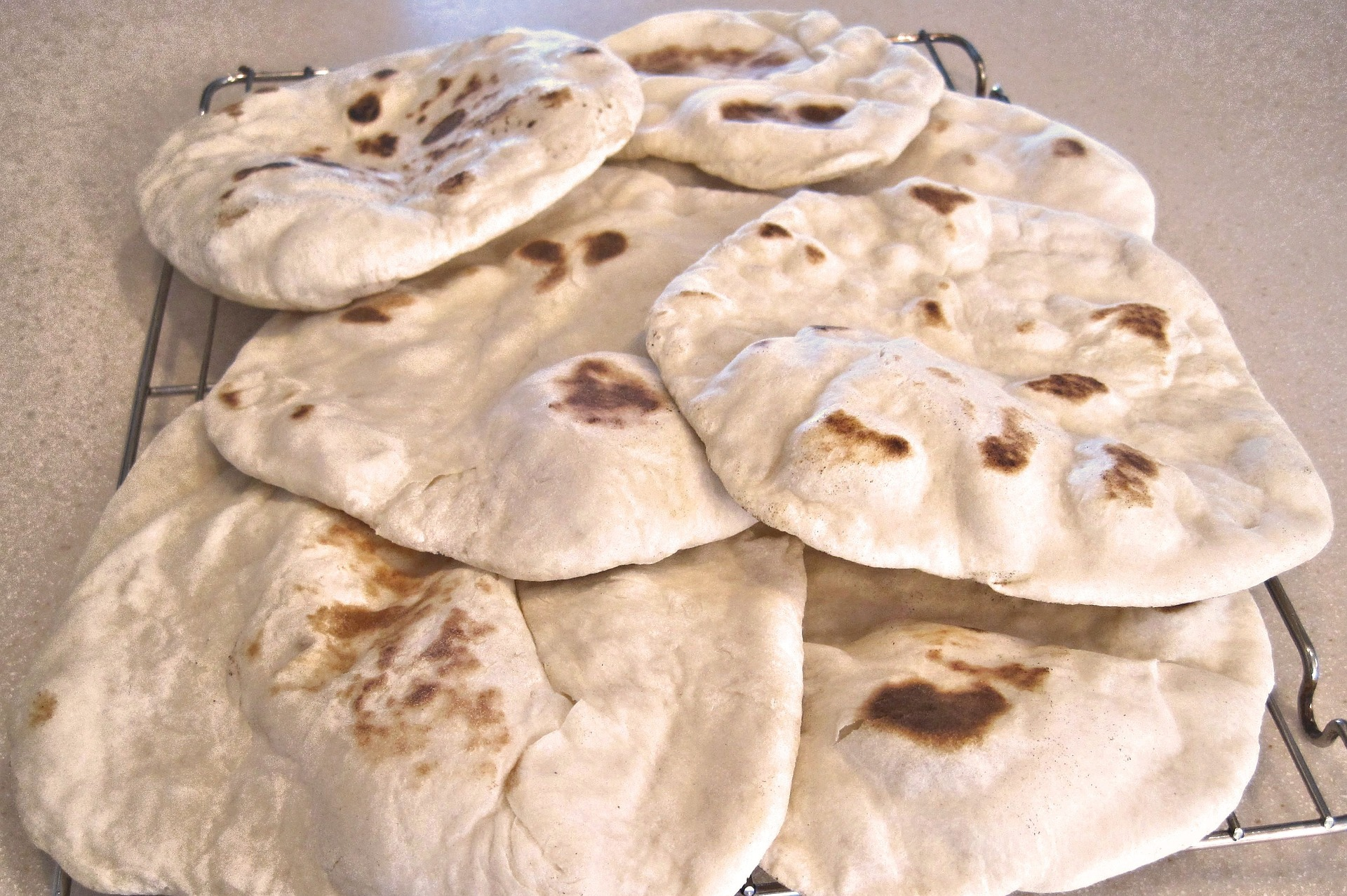 middle-east-flat-bread-671234_1920